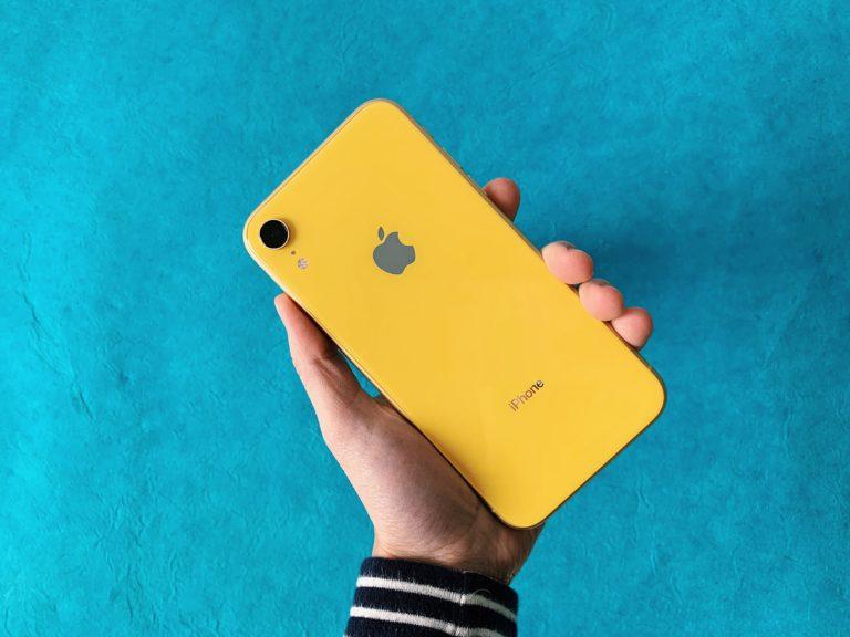 Retro iPhone XR colore giallo