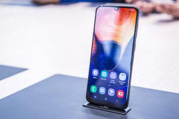 Schermo Samsung A10 in esposizione