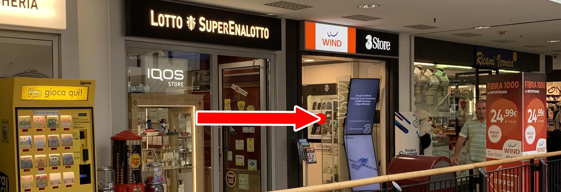 Interno negozio Wind e 3 centro commerciale le corti Varese